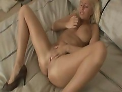 Sweet Shaved Pussy Of Riley Evans