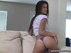 Shameless teen shows her ass