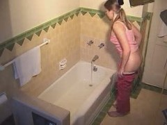 Hidden cam good looking have a awsome play in the bath