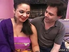 Sexy Indian Roopa gets ravaged by a hot stud