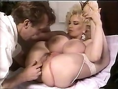 Huge meloned blonde Chessie Moore in action