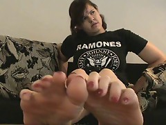 soles and toe spread