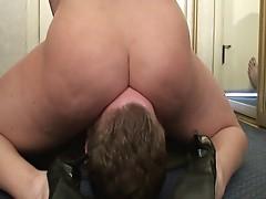 under krissy's ass