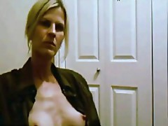 38 years Milf Nance fingers at home
