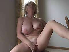 voluptuous MILF gets herself off for hubby's cam