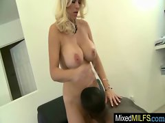 Milf Get Inside Her Pussy A Big Black Cock movie-08