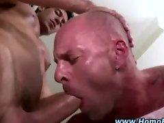 Straighty sucks dick