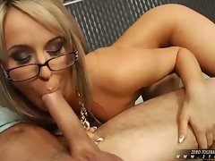 Lusty babe Aleksa Diamond pleases an angry cock in her slippery sweet mouth