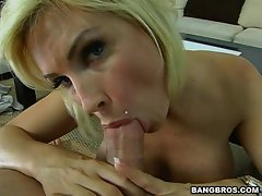 Hot momma Diamond Foxxx takes an adorable schlong dipping in her saucy mouth