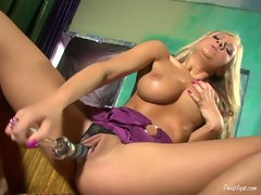 Super hot Amy Reid plays with her dildo ramming it tight in too her wet pussy