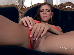 A little horny finger solo action on the couch with vixen Eufrat