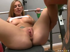 Super slut Scarlett Pain loves the taste of hard cock