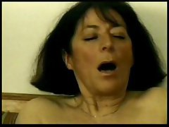 Unsatisfying tickle-tail with a ready flange gets her bearded clam a dildo
