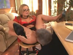 Tongue worship of the squirting Flower Tucci