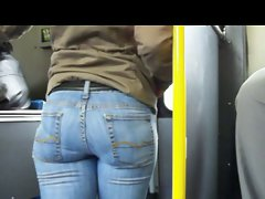CANDID BOOTY IN TIGHT BLUE JEANS
