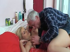 Old repairman fucks young and busty blonde