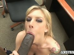 Scorching babe Brooke Biggs fills her filthy mouth with an awesome dark dick