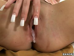 Shaved honey Richelle Ryan gets her snatch oozing cream after a hard bang