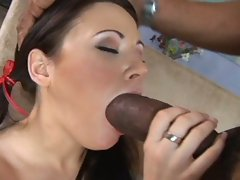 Whore Sindee Jennings is loving her boyfriend's porksword in her mouth