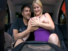 Amateur blonde nailed in back seat