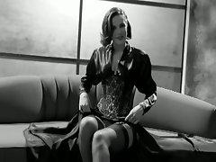 Gorgeous slutty charmer in vintage style solo pussy show