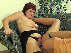 Chubby babe feeling new sensations luring a worker into strap-on...
