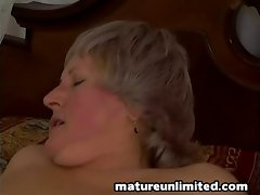 Lady gets fuck