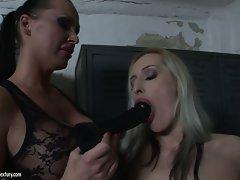 Mandy Bright let a hot chick suck a black dildo
