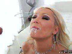 Sue Diamond like to drink the warm milk of horny guy