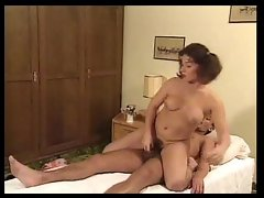 Older guy has fun with curvy young cutie