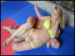 Blonde babe Lana fighting her first mixed wrestlingmatch
