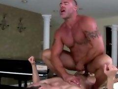 Horny straight guy gives facial