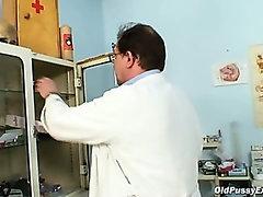 Mature Ruzena gyno fetish clinic doctor visit