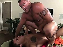 Massage pro gets his tight ass stuffed