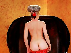Sizzling blonde Mosh exposes her delicious round ass
