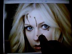 Cumming on Avril Lavinge shocked face