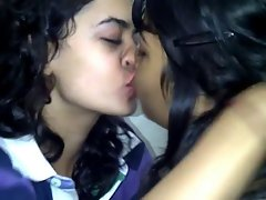 Kissing slutty chicks 30