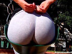 Irreproachable Butt and Cameltoe in Stiff Yoga-Pants Showing Off!