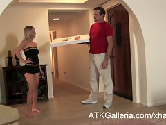 Mandy Armani gets a creampie from a pizza delivery chap