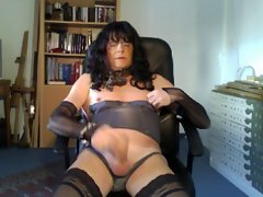 Gwladis transsexual friend of mine playing and cuming on cam