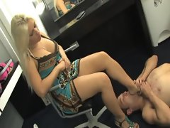 Sammie Spades femdom humiliation and foot worship
