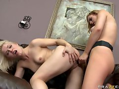 Blistering Lexi Belle fucks Ash Hollywood with a toy