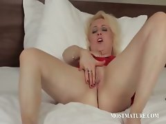 Blonde mature pleasuring her pussy
