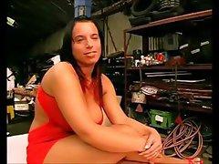 Dauergeile Mandy wird hart von einer Maschine durchgefickt