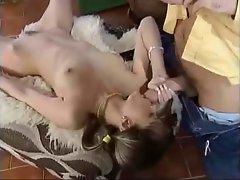 Cute girl getting fucked (Junge Debutantinnen)