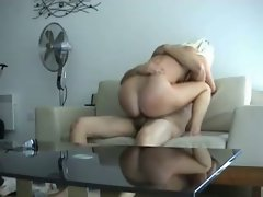 Sexy blonde smothers her boyfriend&amp,#039,s face with her pussy
