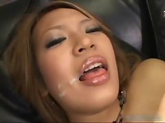 Yuuna Enomoto In A Blowjob And Dildo
