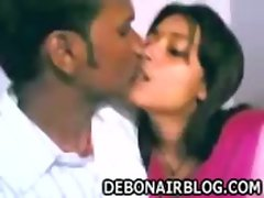 Indian couple from Bhilai kiss