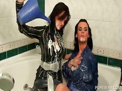 Lesbo brunettes gets WAM in bathtub