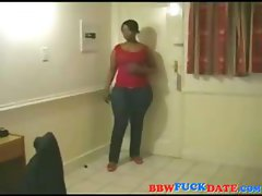 Big booty black babe gives us a show of her rear in some tight jeans